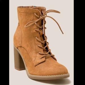 NIB Indigo Rd Boots